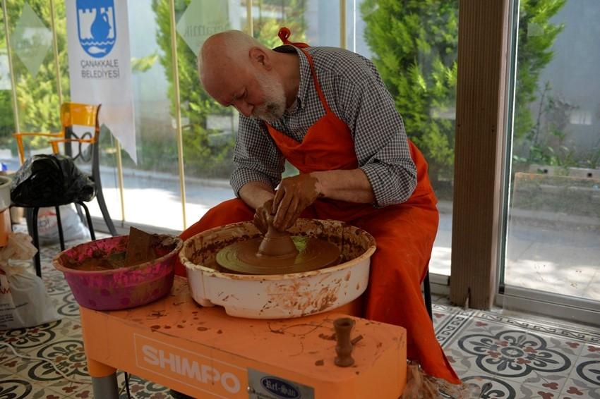 Ustalarla Geleneksel Çanakkale Seramikleri Çalıştayı Devam Ediyor