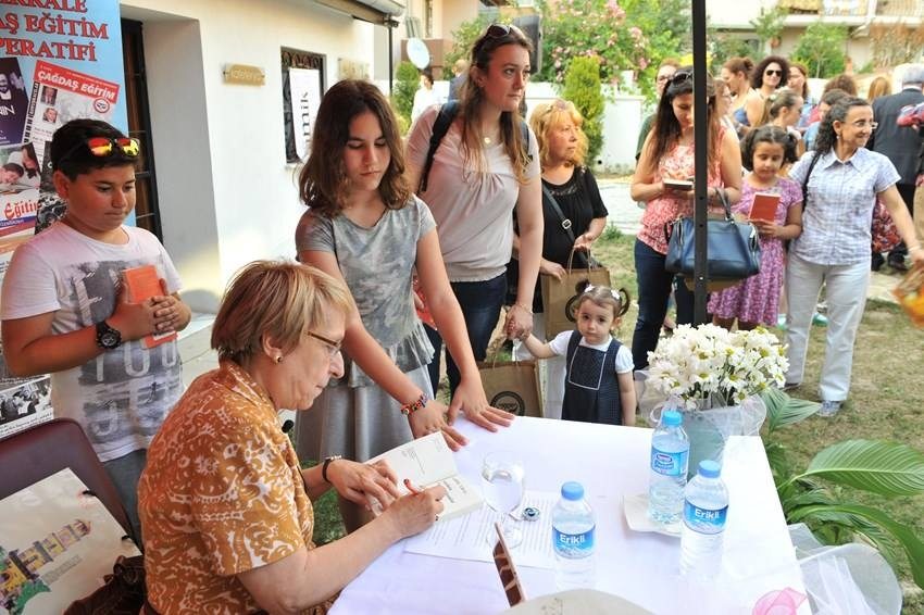 Yazar Ural'dan İmza Günü